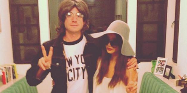 John Lennon und Yoko Ono sind ein schnell gemachtes Partnerkostüm