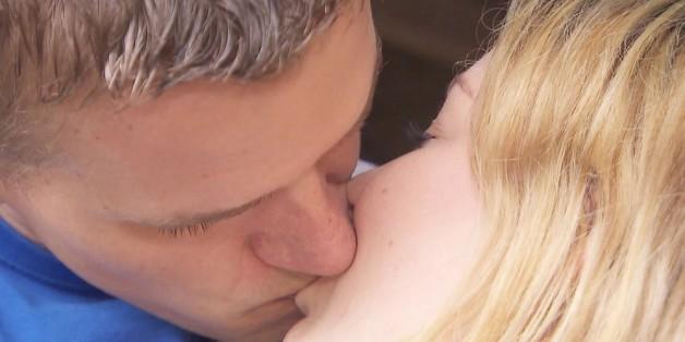 Heiße Küsse bei Bauer sucht Frau.