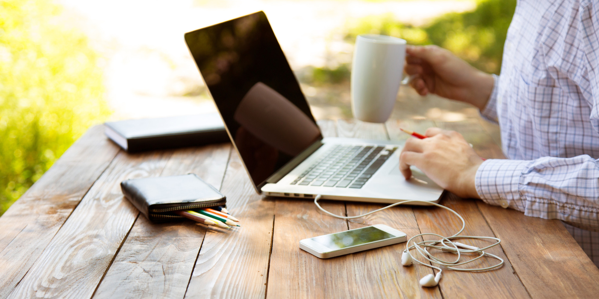 the pros and cons of telecommuting The home office: pros and cons of telecommuting december 5, 2017 close your eyes and envision your morning commute: the bumper-to-bumper traffic, the honking, and all of the wasted minutes spent listening to a mediocre morning radio talk-show.