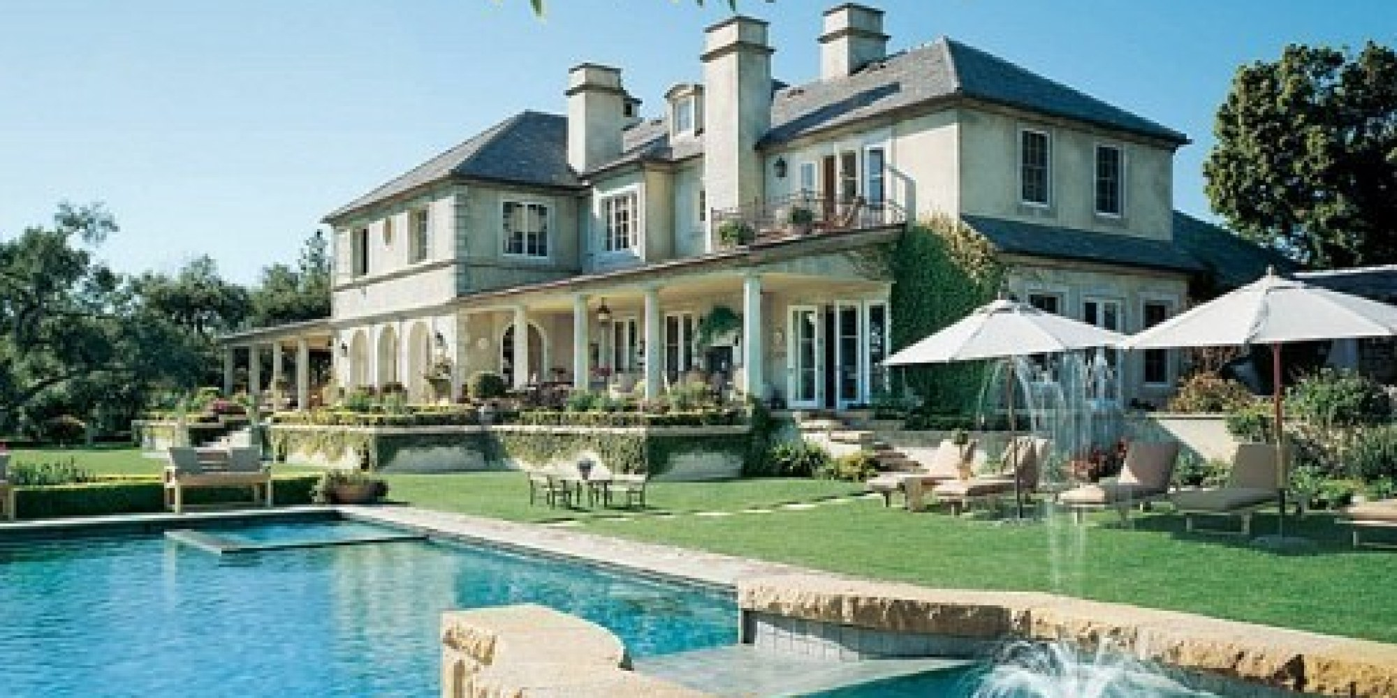 11 amazing celebrity pools huffpost for Construction pool house piscine