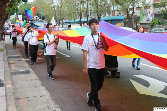 taiwan lgbt pride huge rainbow flag
