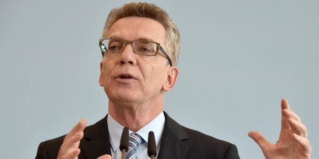 Viele Beobachter fordern inzwischen den Rücktritt de Maizières