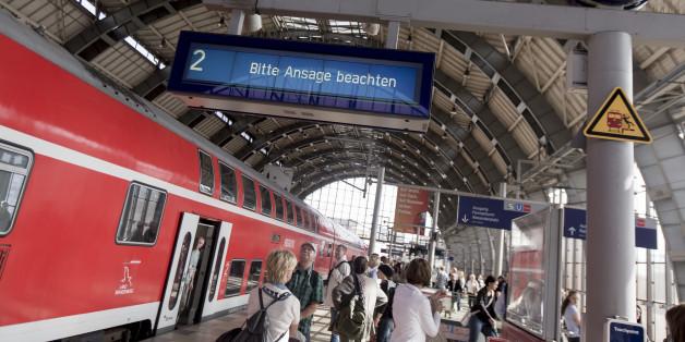"""Billige Bahntickets im Netz sind für viele Kunden verlockend. Gegen das Schnäppchen-Portal """"bahnheld.de"""" wird aber nun ermittelt."""