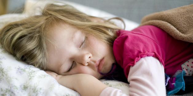 Der Schlafrhythmus von Kindern wirkt sich auch auf die Gesundheit der Eltern aus.