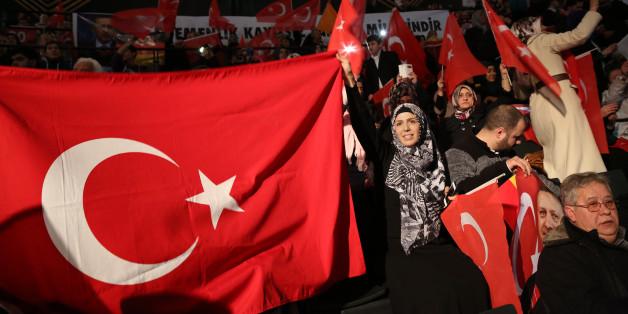 Türken bei einem Besuch des türkischen Präsidenten Erdogan in Berlin
