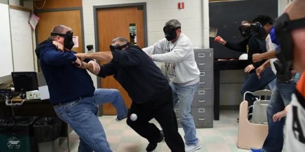 Une simulation de fusillade dans un établissement scolaire lors d'un entraînement à Levittown, en Pennsylvanie, le 3 novembre 2015