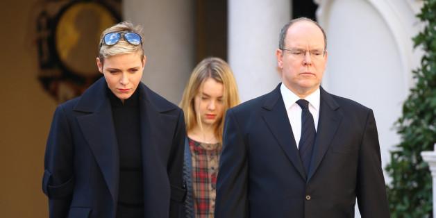 Fürst Albert II. gedenkt gemeinsam mit seiner Frau Charlène den Opfern von Paris
