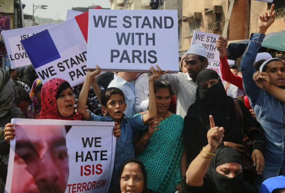 Adam Hills Hits Back At 'Islam Apologist' Haters In Facebook Post Following Isis Paris Attacks