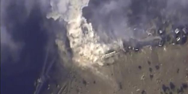 지난 11월 2일 러시아 국방부 홈페이지에 올라온 사진. 러시아 공습부대가 시리아를 타깃으로 공습을 펼치는 장면.