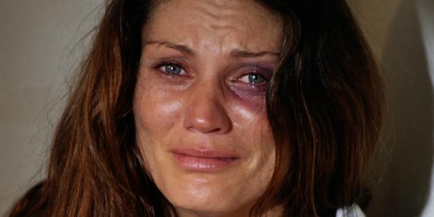 Eine Frau trennt sich von ihrem gewalttätigen Ehemann. Dann schreibt ihr Sohn diese berührende Nachricht