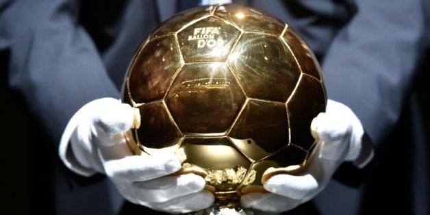 Le trophée du Ballon d'Or 2014 présenté avant l'annonce de son lauréat à Zurich, le 12 janvier 2015