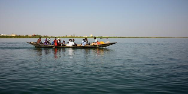 """Traversée du fleuve Sénégal à  Rosso.  <a href=""""http://l-ours.tumblr.com/post/82576434539/the-school-run-2014-senegal-jours-22-et-23"""" rel=""""nofollow"""">more pics</a>"""