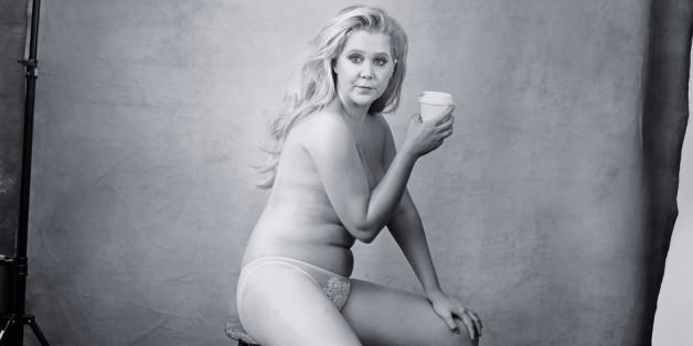 Für den Edel-Kalender von Pirelli posierte Amy Schumer nur mit Höschen, High Heels und einem Kaffeebecher