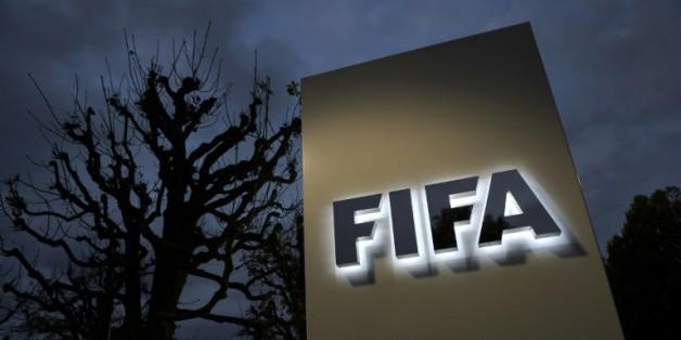 Le logo de la Fifa devant l'entrée de l'instance à Zurich le 8 octobre 2015