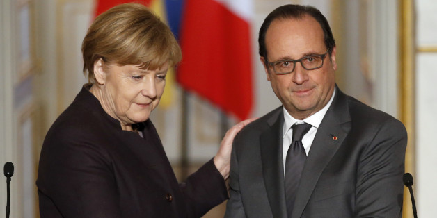 French president Francois Hollande, right, shakes hands with German Chancellor Angela Merkel at the end of a joint press conference at the Elysee Palace, in Paris, Wednesday, Nov. 25, 2015. Merkel's visit to Paris is part of president Hollande's diplomatic offensive to get the international community to bolster the campaign against the Islamic State militants. (AP Photo/Francois Mori)
