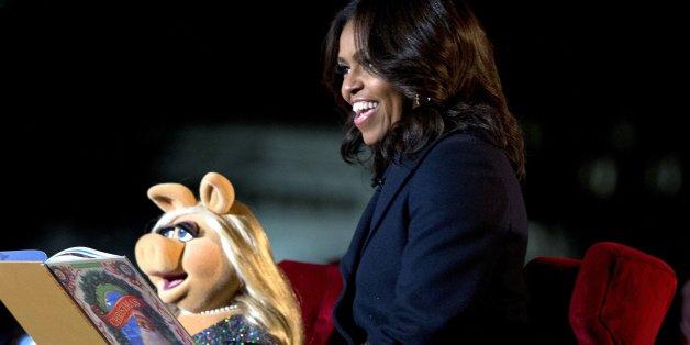 Die amerikanische First Lady Michelle Obama (51) hat mit Miss Piggy die Weihnachtssaison in den USA eingeläutet.