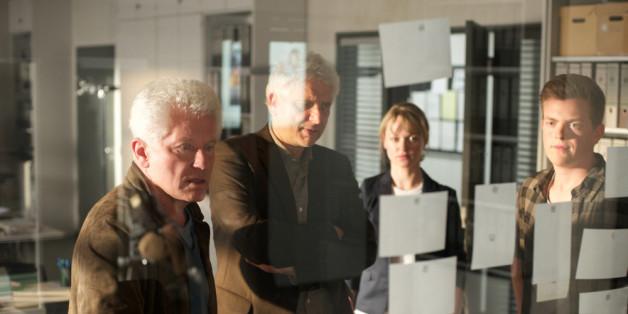 Ivo Batic (Miroslav Nemec) und Franz Leitmayr (Udo Wachtveitl) mit Christine Lerch (Lisa Wagner) und Kalli (Ferdinand Hofer) im Kommissariat