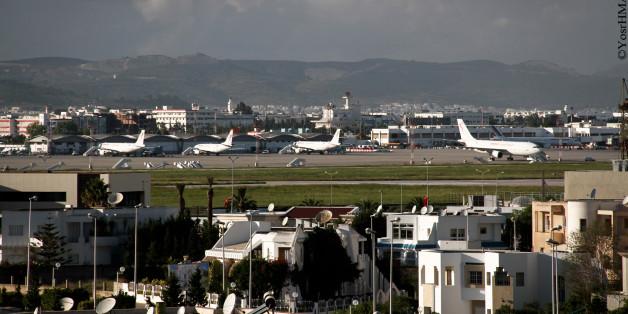 L'aéroport international de Tunis-Carthage (مطار تونس قرطاج الدولي) (code AITA : TUN • code OACI : DTTA) dessert Tunis (capitale de la Tunisie). Situé à huit kilomètres au nord-est de Tunis, il est mis en exploitation en 1940.L'aéroport porte le nom de la cité historique de Carthage qui est située à l'est de l'aéroport. Lors de sa mise en exploitation, l'aérodrome est connu sous le nom de Tunis-El Aouina.