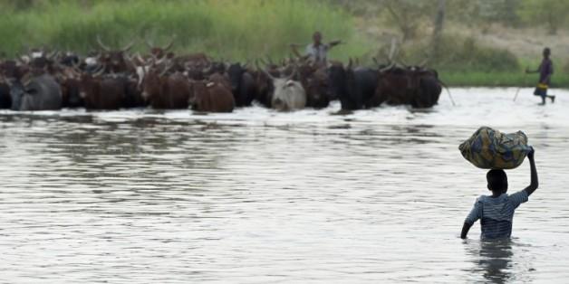 Des villageois au bord du lac Tchad le 11 mars 2015
