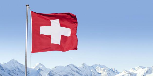 In der Schweiz wurde ein EU-Abgeordneter festgenommen, als er versuchte mehrere Hunderte Millionen Euro abzuheben.