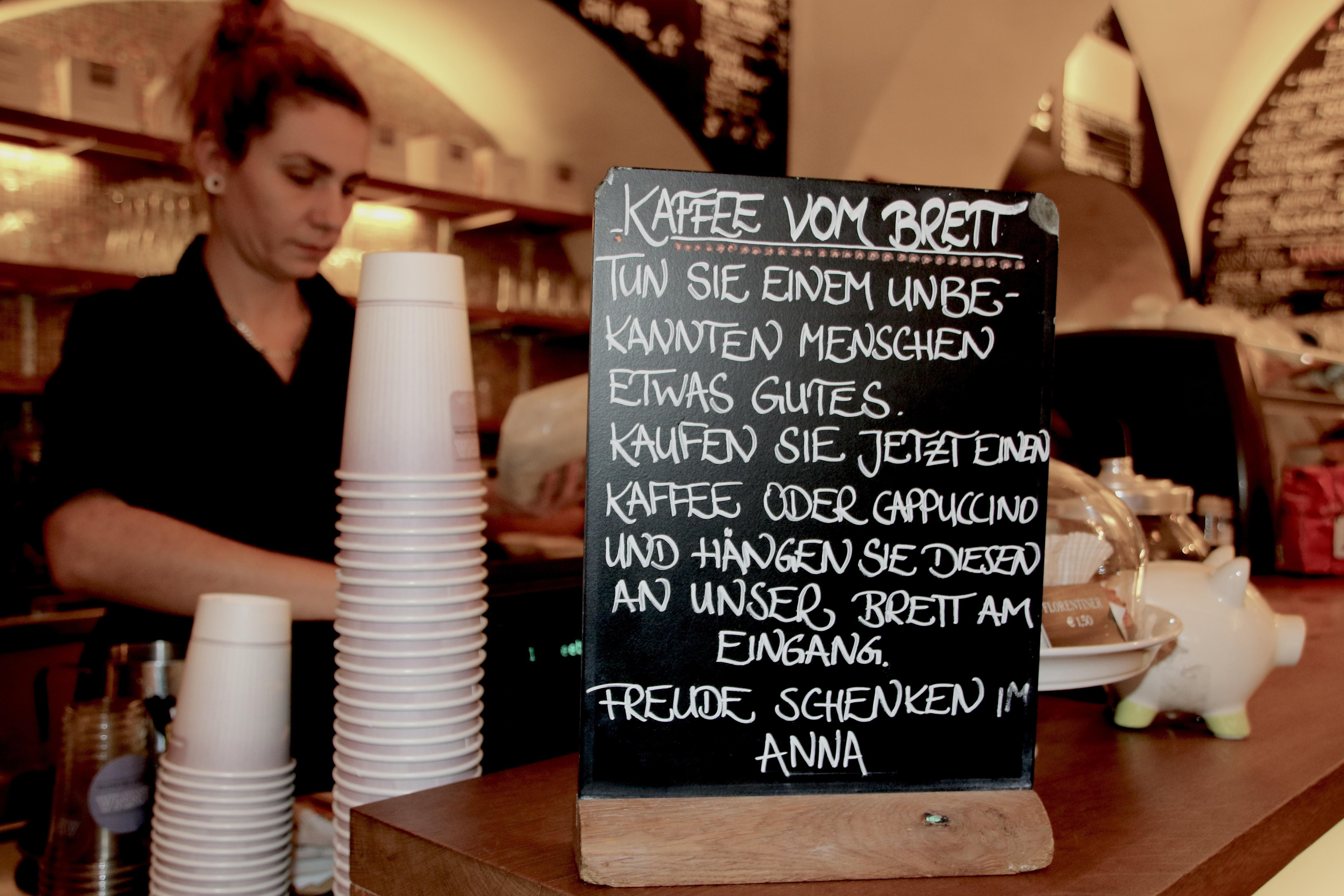 Dieser Café-Besitzer hat einen ganz eigenen Weg gefunden, armen ...