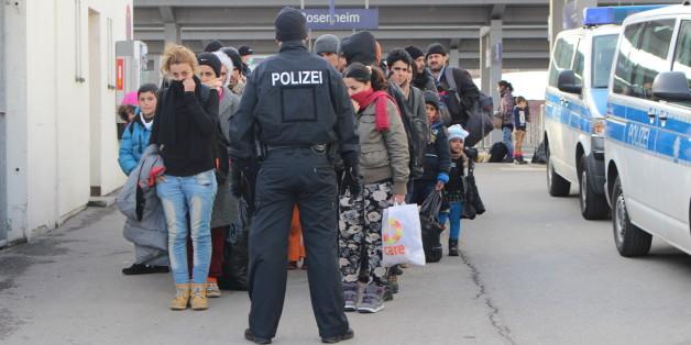 Im Schnitt werden in Rosenheim 2000 Flüchtlinge von der Bundespolizei registriert. Mehr geht nicht!