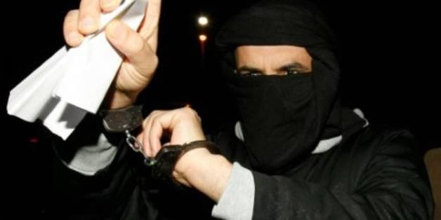 Ali Charaf Damache arrive le 15 mars 2010 au tribunal de Waterford, au sud-est de l'Irlande, où il comparaît sous l'accusation d'avoir participé à un complot visant à assassiner Lars Vilks, l'auteur suédois des caricatures du prophète