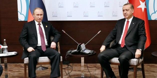 Le président russe Vladimir Poutine (g) et son homologue turc Recep Tayyip Erdogan à Antalya, le 16 novembre 2015