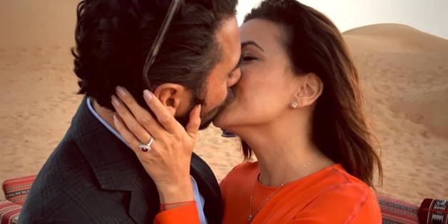 Eva Longoria turtelnd mit ihrem Verlobten José Bastón in der Wüste