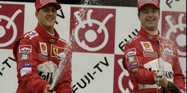 Michael Schumacher und Eddie Irvine feierten 1999 gemeinsam Erfolge - jetzt kratzt Irvine an dem Bild des Deutschen.