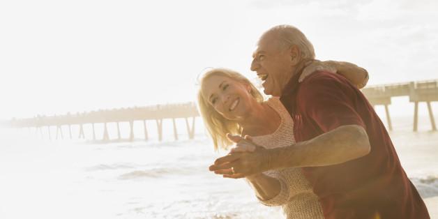 Sport wie Tanzen kann Alzheimer hinauszögern - und es macht auch im Alter Spaß.