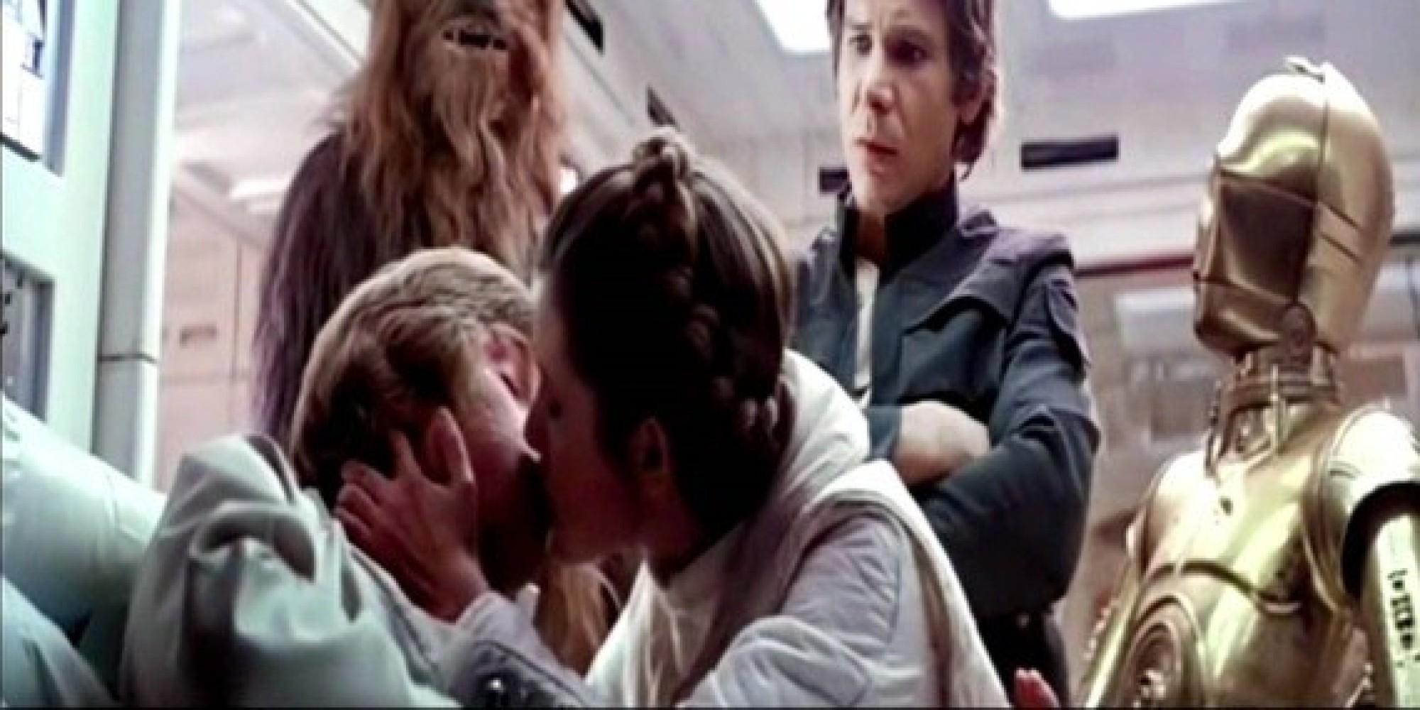 Luke and princess leia kiss