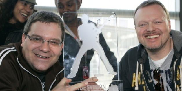 """Bewährtes Gespann: Elton und Stefan Raab beim """"Bundesvision Song Contest"""""""