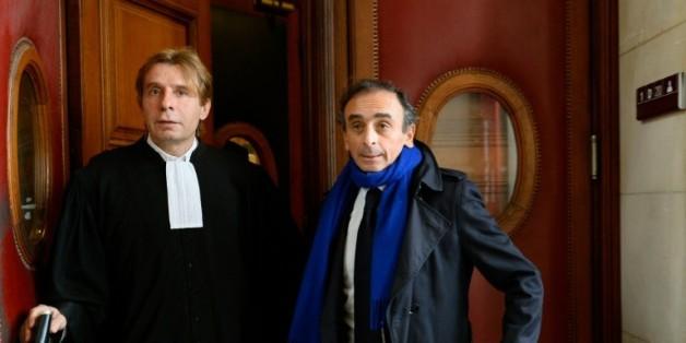 Eric Zemmour (d) et son avocat Olivier Pardo (g) au tribunal de Paris le 6 novembre 2015