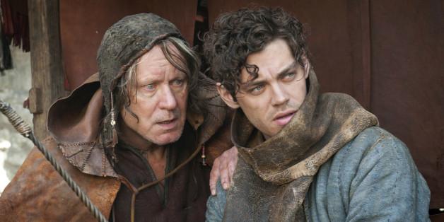 """""""Der Medicus"""": Rob (Tom Payne, r.) bemerkt, dass sein väterlicher Freund, der Bader (Stellan Skarsgard), allmählich sein Augenlicht verliert"""