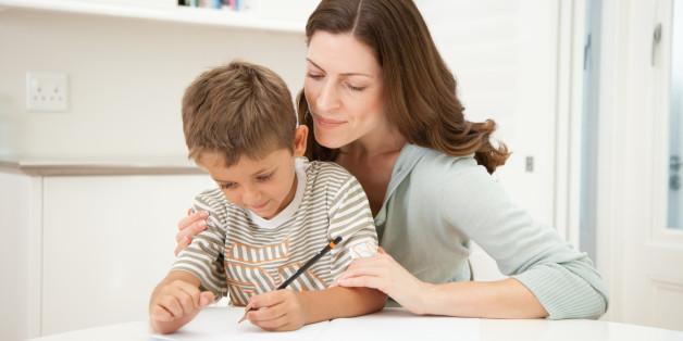 Viele Schüler verzweifeln an den Hausaufgaben. Foto: DPA