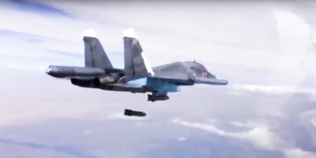 Ein russisches Kampfflugzeug über Syrien