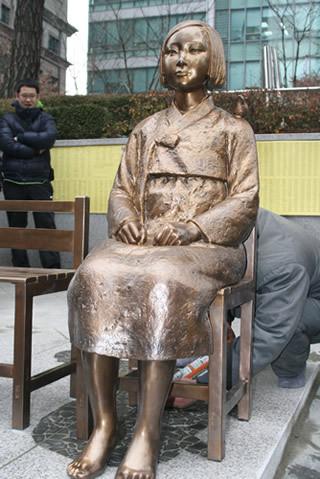 慰安婦像、韓国政府が移転を検討...