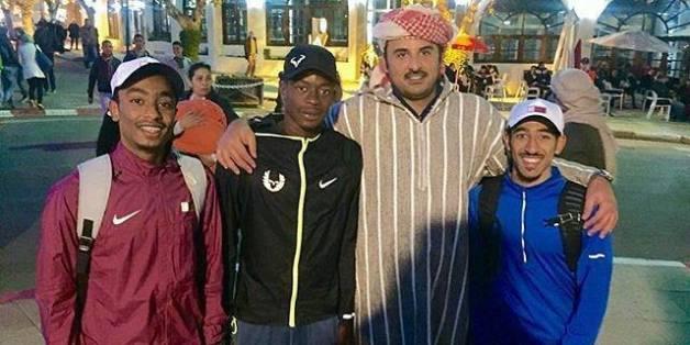 L'émir du Qatar se balade en djellaba à Ifrane
