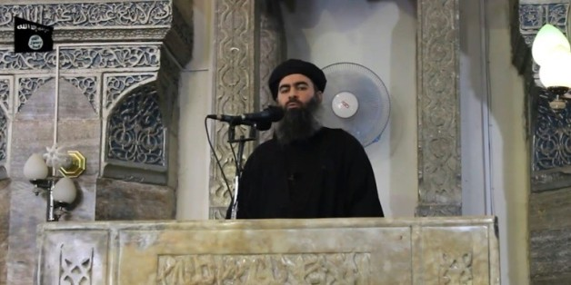 Capture d'écran d'une vidéo de propagande, diffusée le 5 juillet 2014 par al-Furqan, montrant le chef de l'organisation Etat islamique, Abou Bakr al-Baghdadi, à Mossoul