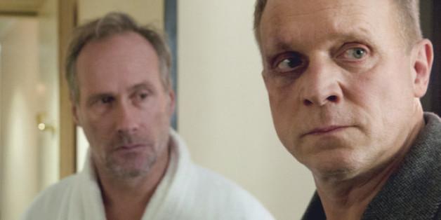 """Wolfram Koch (l.) und Ulrich Tukur als sie selbst im """"Tatort"""""""