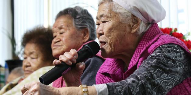 일본군 위안부 문제의 해결을 위한 한일 외교장관회담이 열린 28일 오후 경기도 광주시 일본군 위안부 피해자 쉼터 나눔의 집에서 이옥선 할머니가 기자의 질문에 답하고 있다
