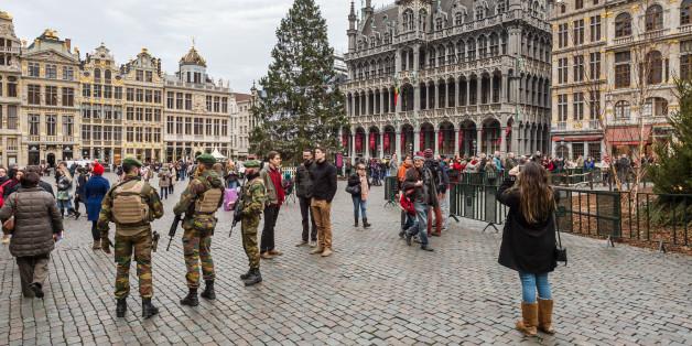 Des soldats belges en patrouille à Bruxelles, le 29 décembre 2015