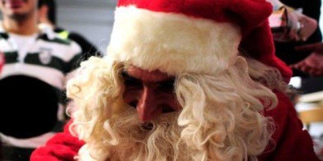 Der Weihnachtsmann hat eine Flüchtlingsunterkunft besucht