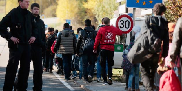 Flüchtlinge überqueren in Bayern die Grenze nach Deutschland