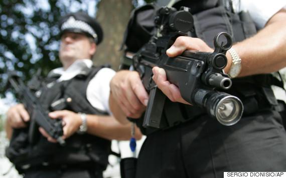 armed met police officers