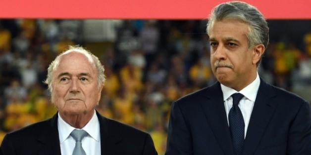 Le cheikh Salman bin Ebrahim Al Khalifa avec Sepp Blatter, lors de la finale de la Coupe d'Asie des nations à Sydney, le 31 janvier