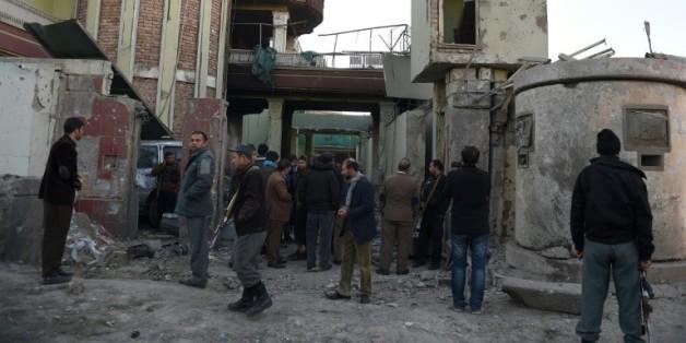Des bâtiments détruits dans le quartier diplomatique de Kaboul le 12 décembre 2015 après une attaque des talibans