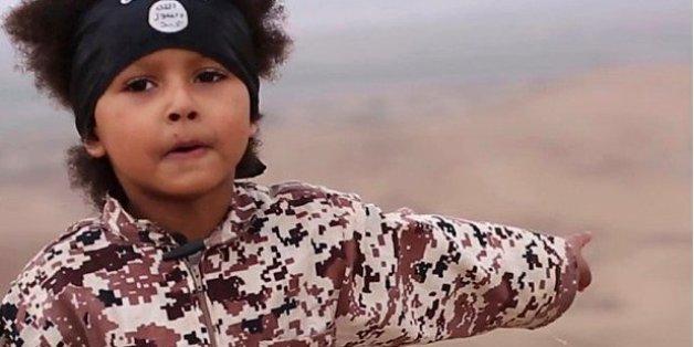 """Von Opa erkannt: Junge will als IS-Terrorist Ungläubige töten. Die Medien nennen ihn """"Jihadi Junior""""."""