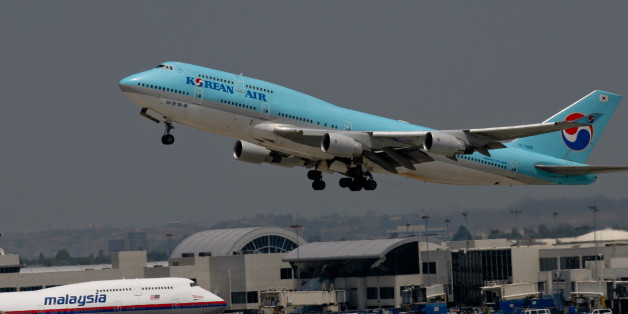 A Korean Air 747-400 taking off from LAX